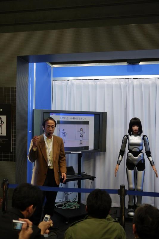 15. Презентация девушки-робота HRP-4C на Expo 2009 в Токио 22 октября 2009. (фото: Getty)