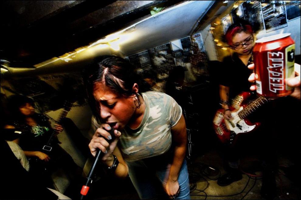 10) Выступление мексикано-американской панк-группы Sangre de Abaho.