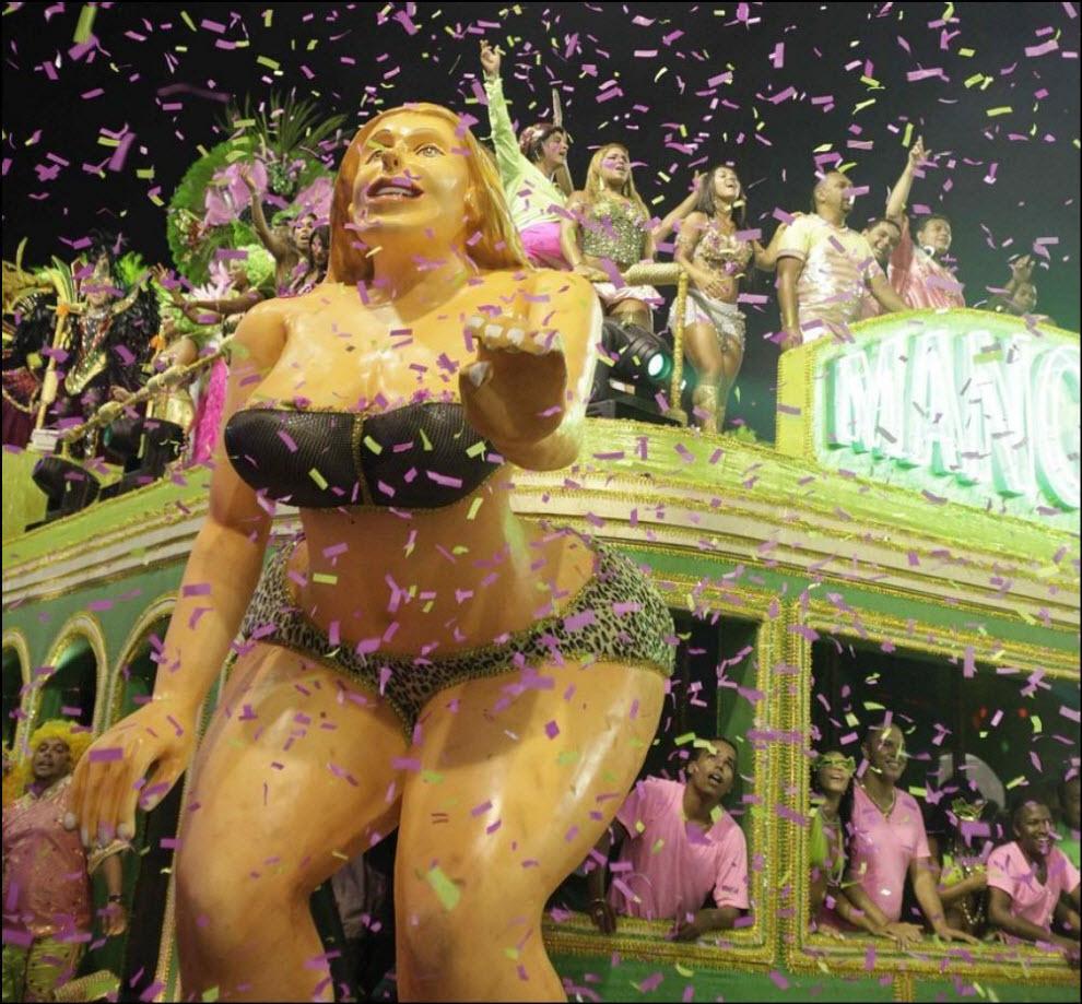 03) Участник карнавала от самба-школы Мангейра.