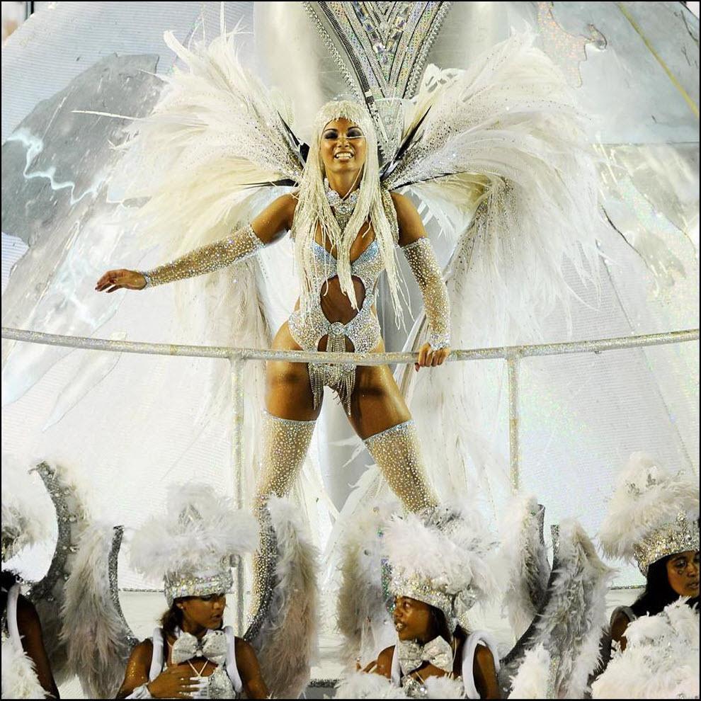 47) Третий день карнавала в Рио.