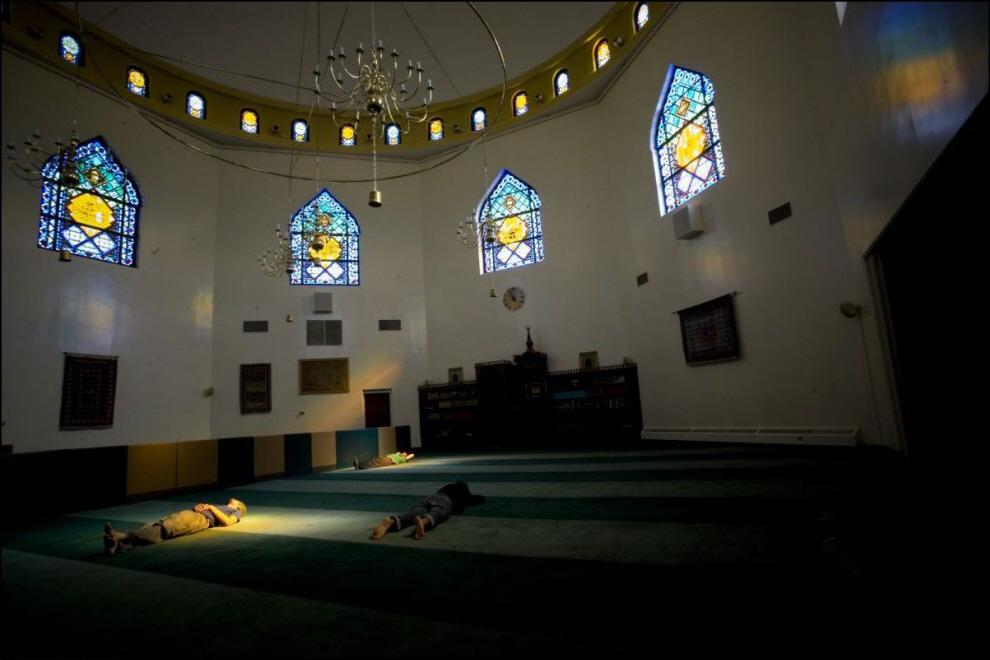17) Внутри мечети.