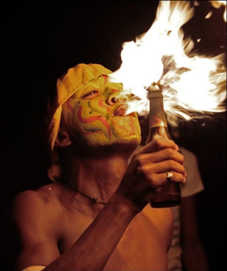 05) Участник карнавала в Панаме.