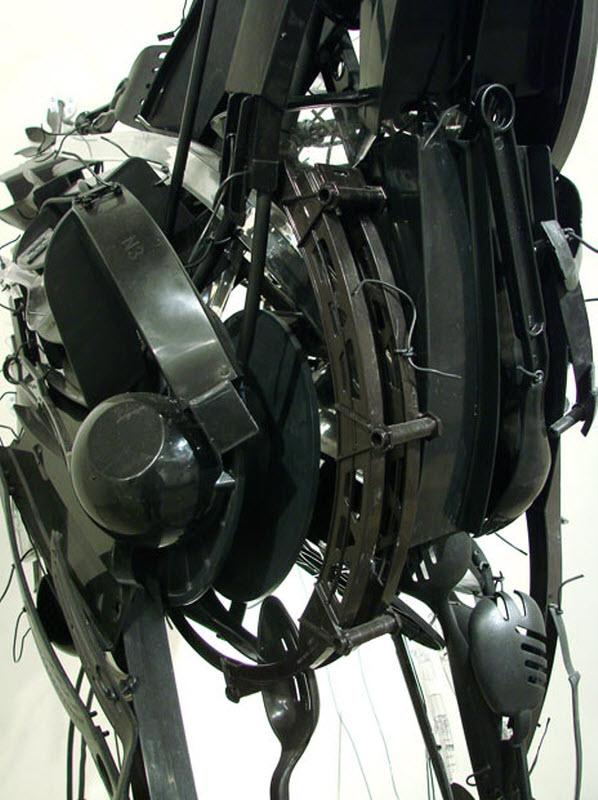 Выставка пластмассовых скульптур
