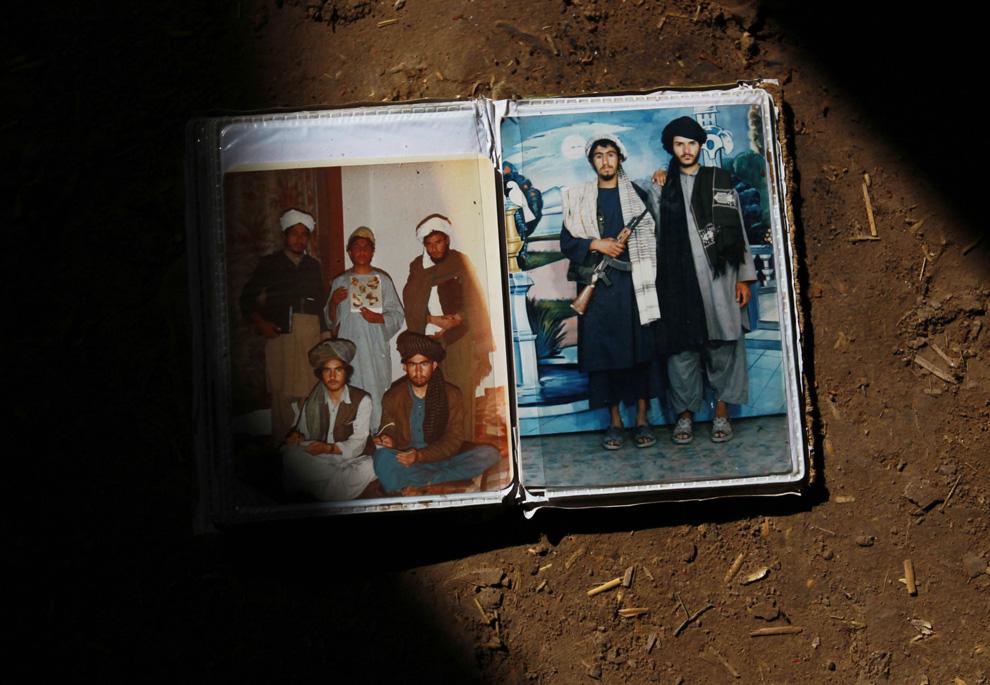 9. Фотоальбом, найденный в убежище в Маржахе, где ночевали солдаты третьего батальона 20 февраля. (AP Photo/David Guttenfelder)