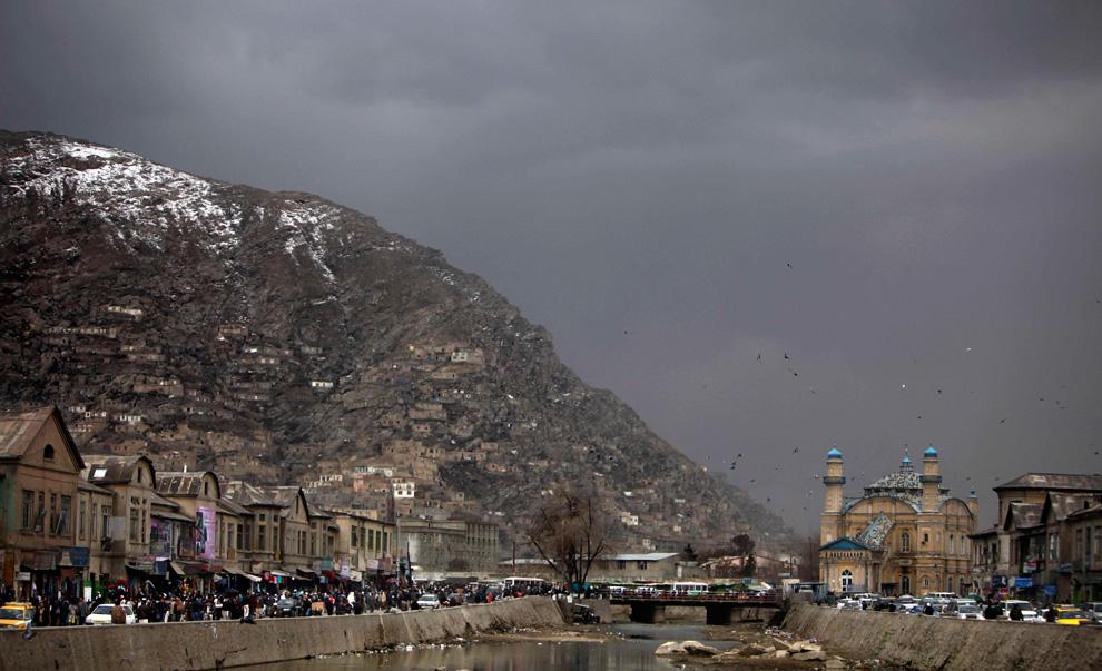 17. Тучи нависли над рынком в Кабуле 22 февраля. (AP Photo/Altaf Qadri)