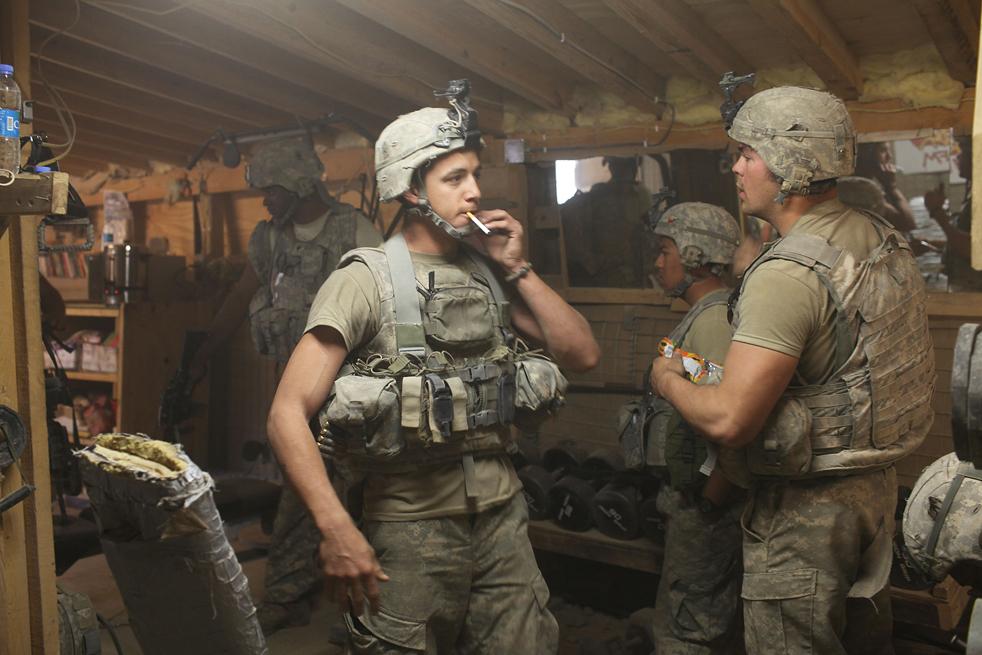 6. Солдаты роты «Эйбл» пехотного батальона 3-509 в убежище во время атаки на их базу «Зерак» 22 января в Зераке, Афганистан. (Getty Images / Spencer Platt)
