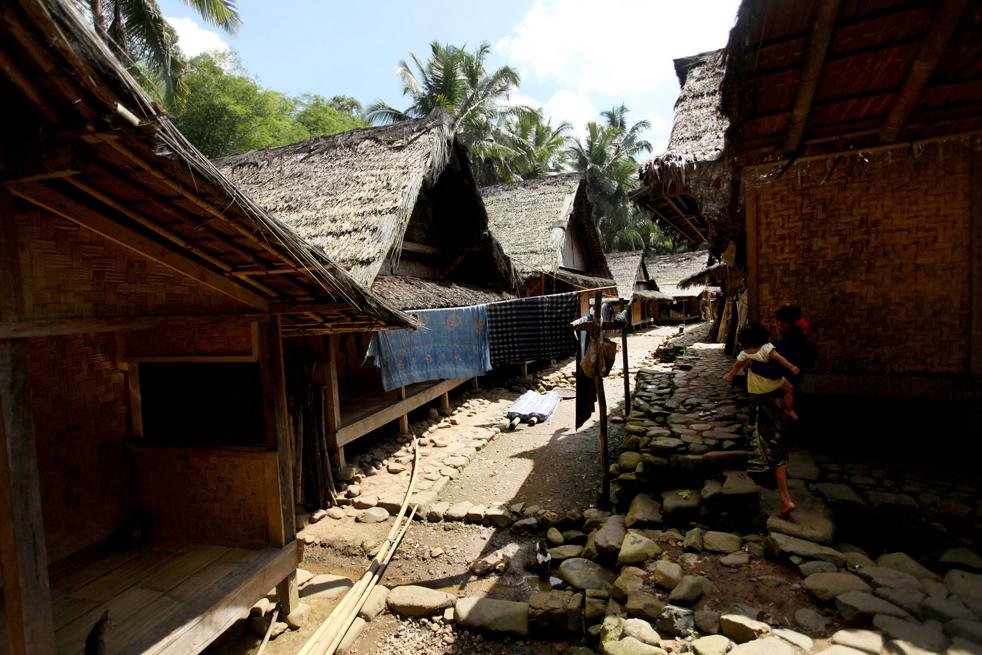 14. Общий вид на дома племени бадуй в холмистой местности гор Кенденг в Бантене. (Getty Images / Ulet Ifansasti)