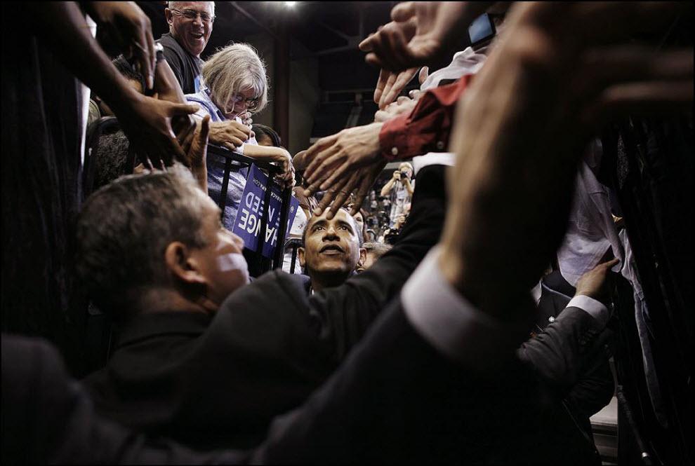 """20) """"Скоро я отправляюсь в Ирак, потом еду в Испанию - буду делать фотографии, что называется ``за сценой`` испанского президента."""" Ноябрь 2008, Барак Обама во Флориде во время своей президентской кампании."""
