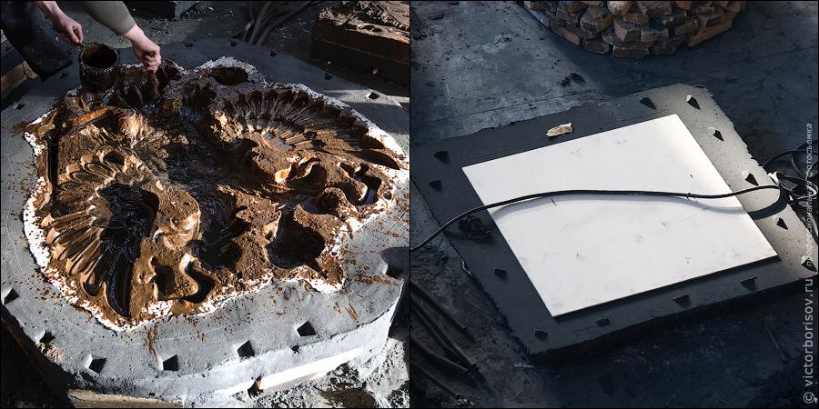 10) Кусковая форма из холодно-твердеющей смеси разбирается. Воск вручную снимается со стрежневой формы их ХТС, а не выплавляется в печи. Внутренняя поверхность разобранной формы покрывается антипригарной краской, которая может быть двух видов: один - для наиболее четкой отливки мелких деталей изделия, второй - для получения идеально гладкой поверхности изделия. В полости, из которых был удален воск, заливается расплавленный металл.