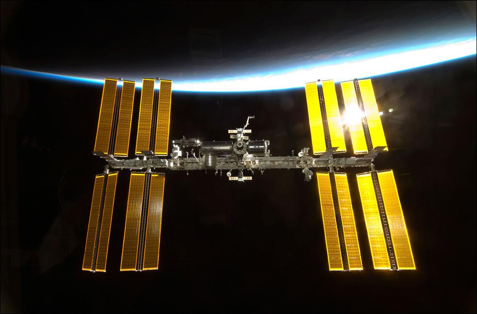 17. Международная космическая станция, сфотографированная членом миссии «STS-130» экипажа «Endeavour». (AP / NASA)