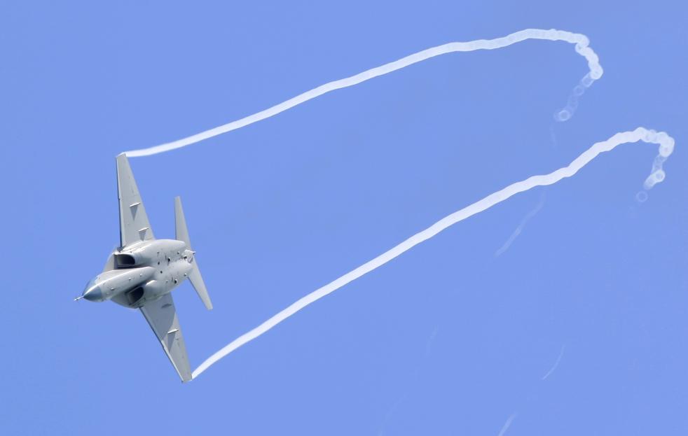 5. Aermacchi M-346 летит во время авиасалона в Сингапуре 3 февраля. (AP / Wong Maye-E)