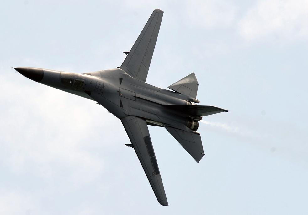 10. Истребитель F-111 королевских австралийский ВВС на авиасалоне в Сингапуре 31 января. (AFP / Getty Images / Roslan Rahman)