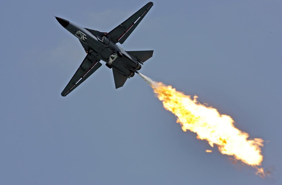 11. Все тот же F-111 демонстрирует процесс сгорания топлива 2 февраля на авиашоу в Сингапуре. (AP / Wong Maye-E)