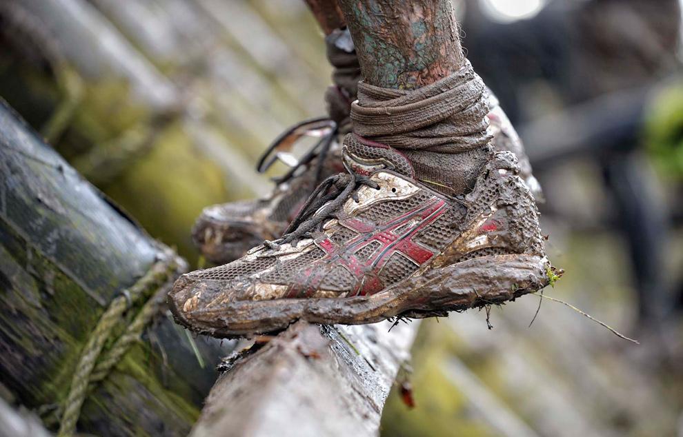 21. Забрызганные грязью туфли участника соревнования, преодолевающего препятствие, 31 января 2010 года. (© Mike King)