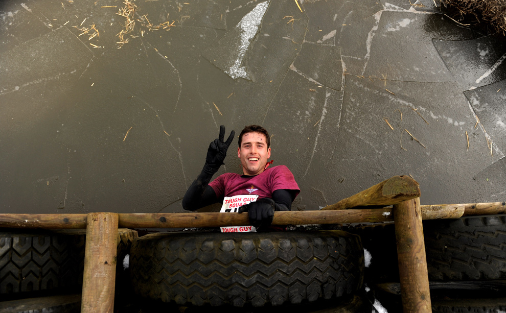 24. Участник соревнования выбирается из туннеля 31 января 2010 года. (Michael Regan/Getty Images)