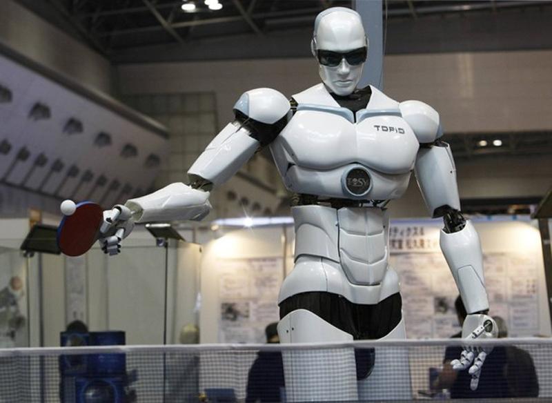 11. Топио, двуногий робот-гуманоид умеет играть в настольный теннис против человека. (фото: Reuters)