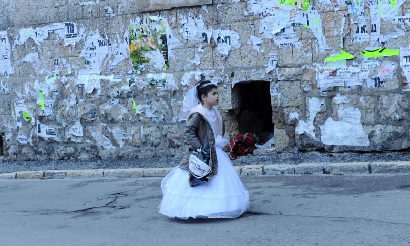 00 ultra-Ortodoks merayakan Purim