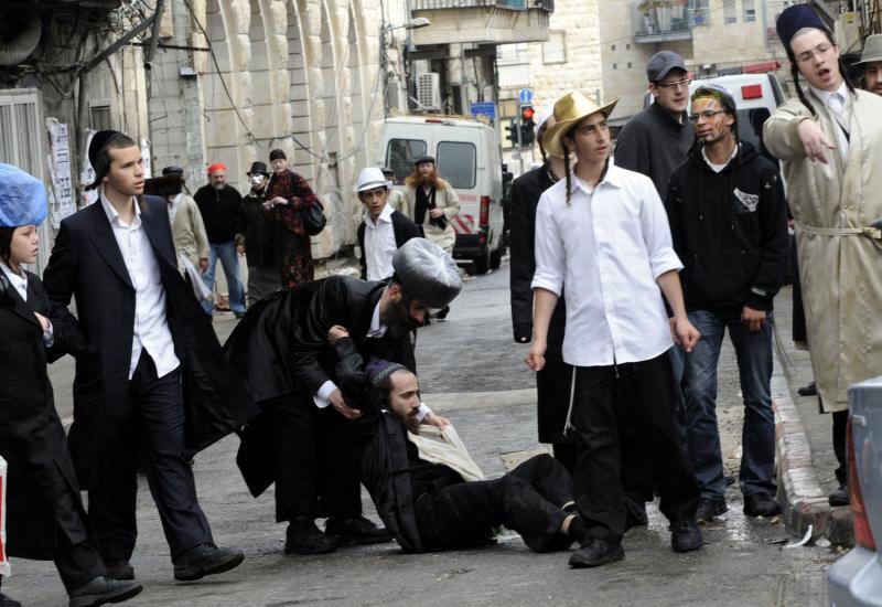 023 ultra-Ortodoks merayakan Purim
