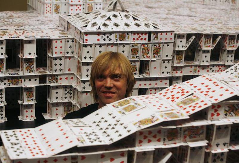 Американец построил самый большой карточный дом