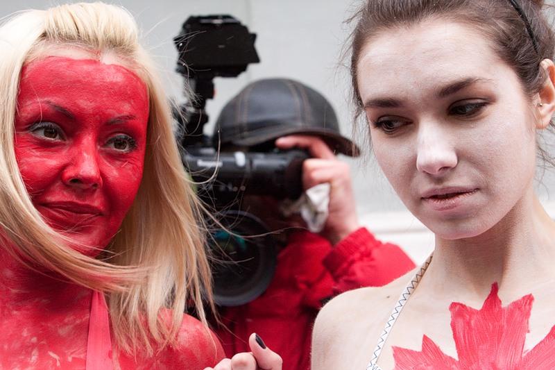 Акция протеста у посольства Канады