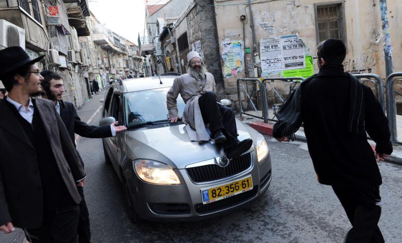 104 ultra-Ortodoks merayakan Purim
