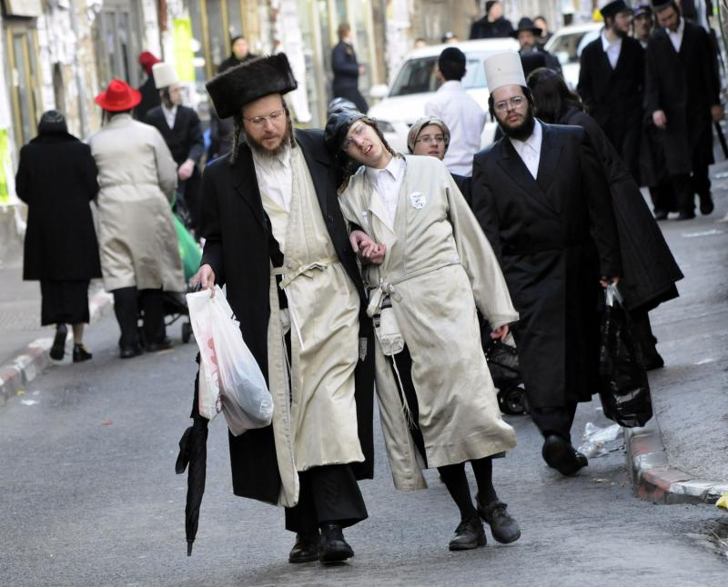 115 ultra-Ortodoks merayakan Purim