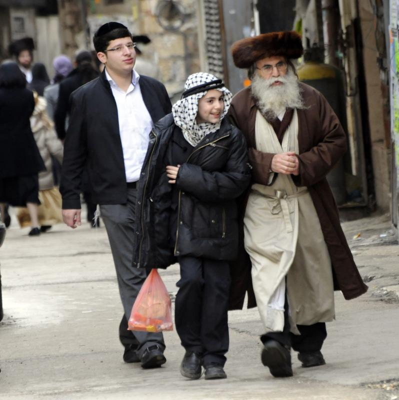 123 ultra-Ortodoks merayakan Purim