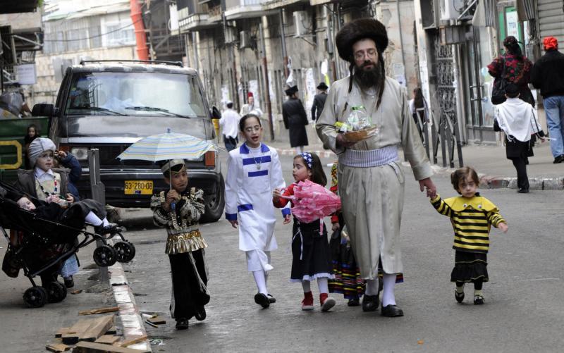 133 ultra-Ortodoks merayakan Purim