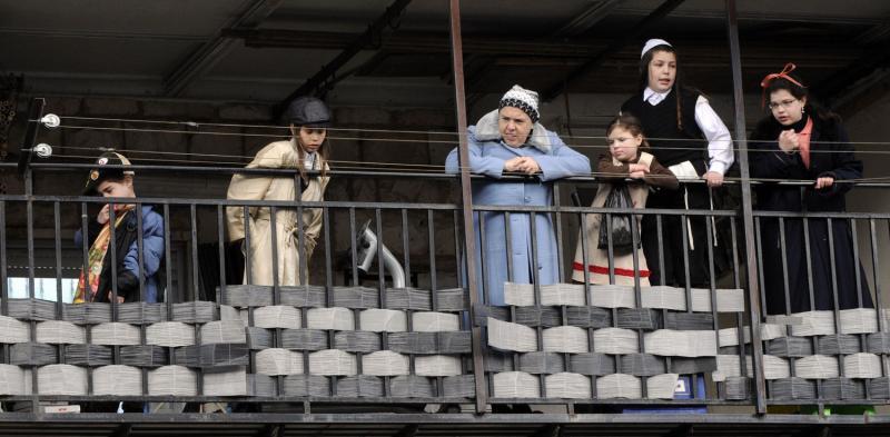 143 ultra-Ortodoks merayakan Purim