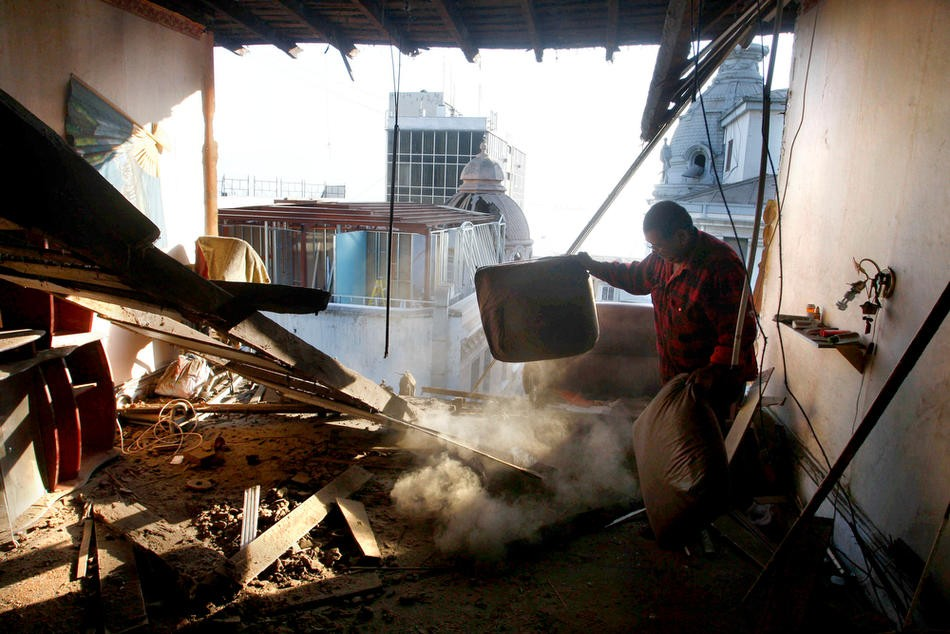 3. Дом после землетрясения в Вальпараисо после землетрясения 26 февраля. (MARCELO HERNANDEZ/dpa)
