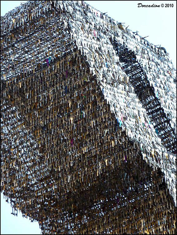 Интересная монументальная скульптура - Страница 3 3c008ce2-a6ae-44d7-95f6-9199e93b044e