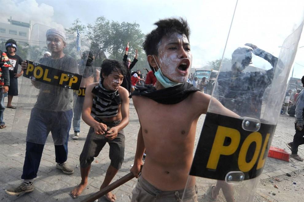 0110 990x660 bentrokan di Jakarta