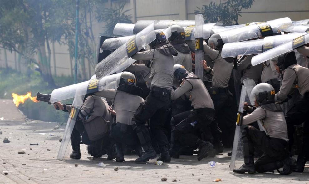 0210 990x588 bentrokan di Jakarta