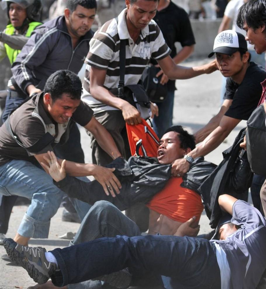 049 911x990 bentrokan di Jakarta
