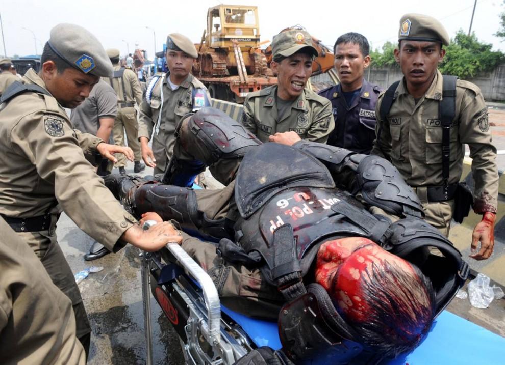 0510 990x717 bentrokan di Jakarta