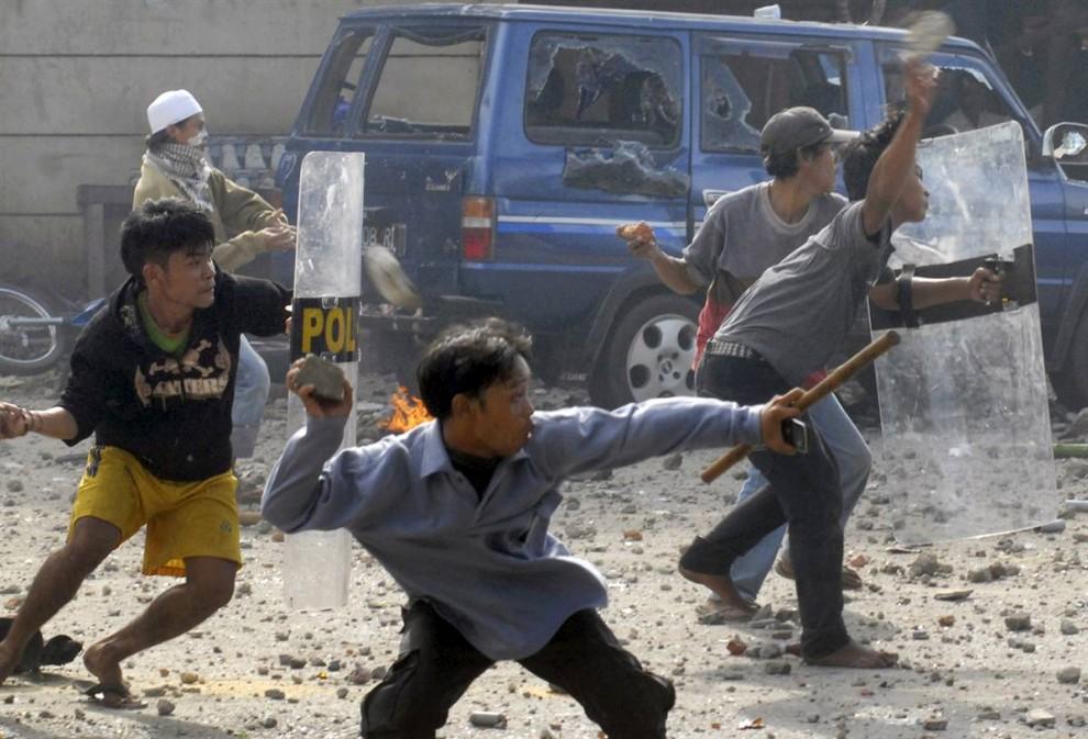 0610 990x673 bentrokan di Jakarta