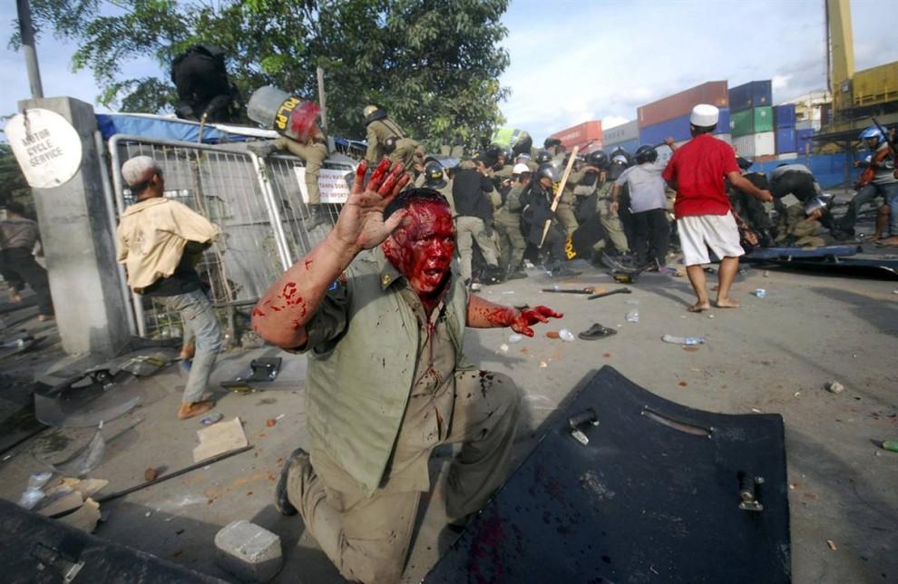 099 990x644 bentrokan di Jakarta