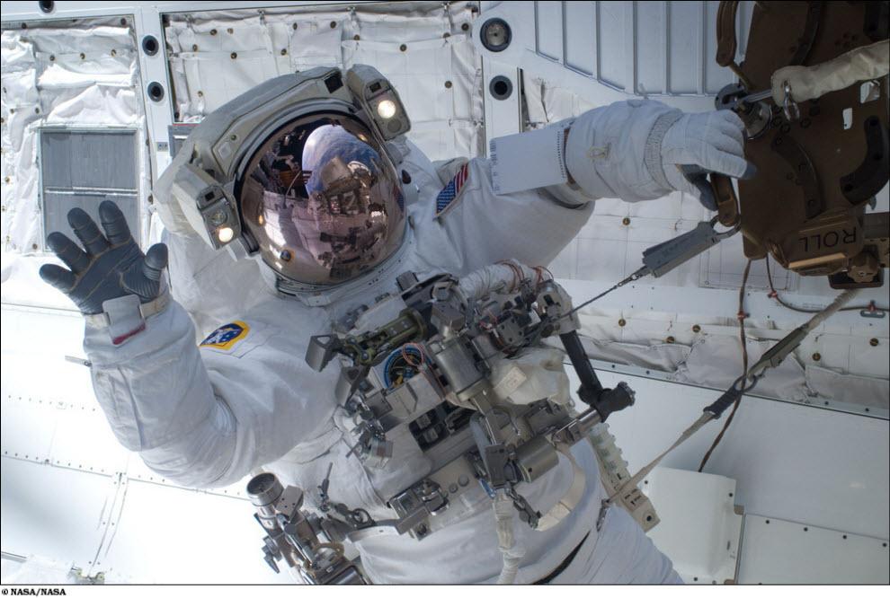 1030<br /> Миссия STS 131 (Часть 1)