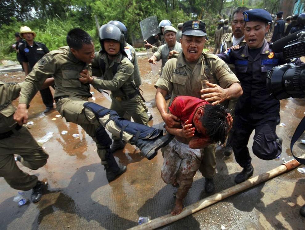 1037 990x747 bentrokan di Jakarta