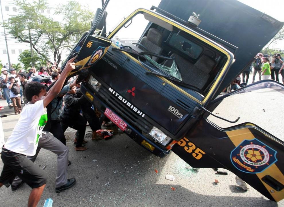 1140 990x721 bentrokan di Jakarta
