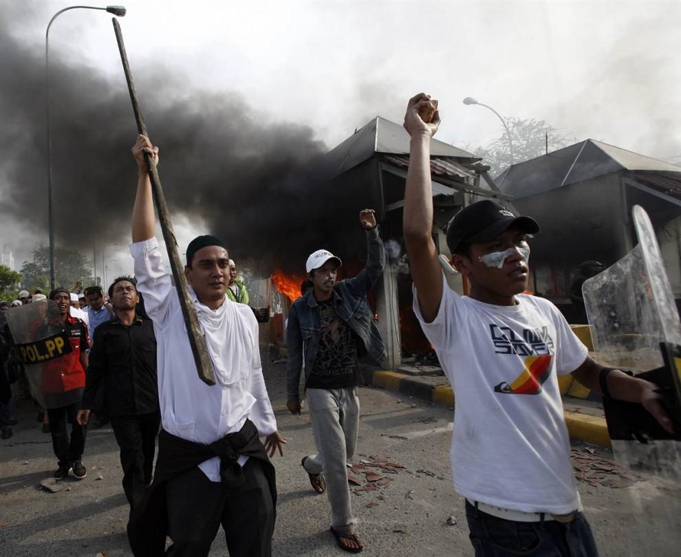 1236 990x810 bentrokan di Jakarta