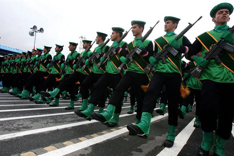 1826 Hari Angkatan Darat di Iran