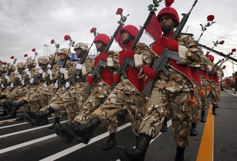 2127 Hari Angkatan Darat di Iran