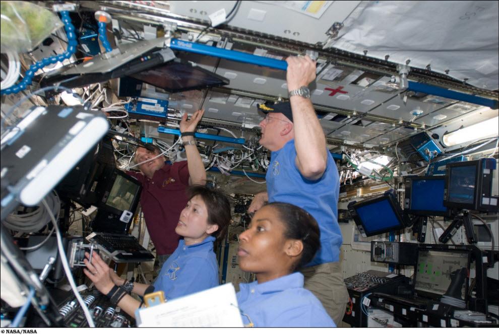827 <br />Миссия STS 131 (Часть 1)