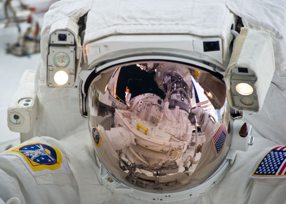 именно обломки шаттла в космосе фото проведённые