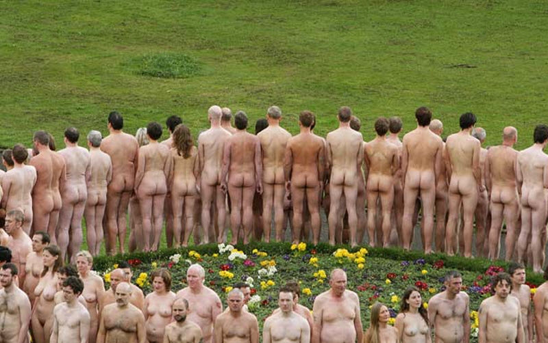 Новое видео про голых людей, шалаве кончают в рот