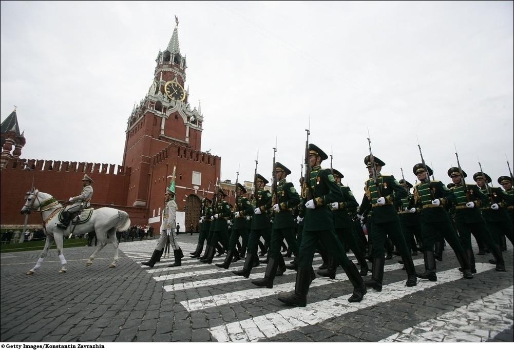 9 мая Автомобильный парад на площади в Ангарске