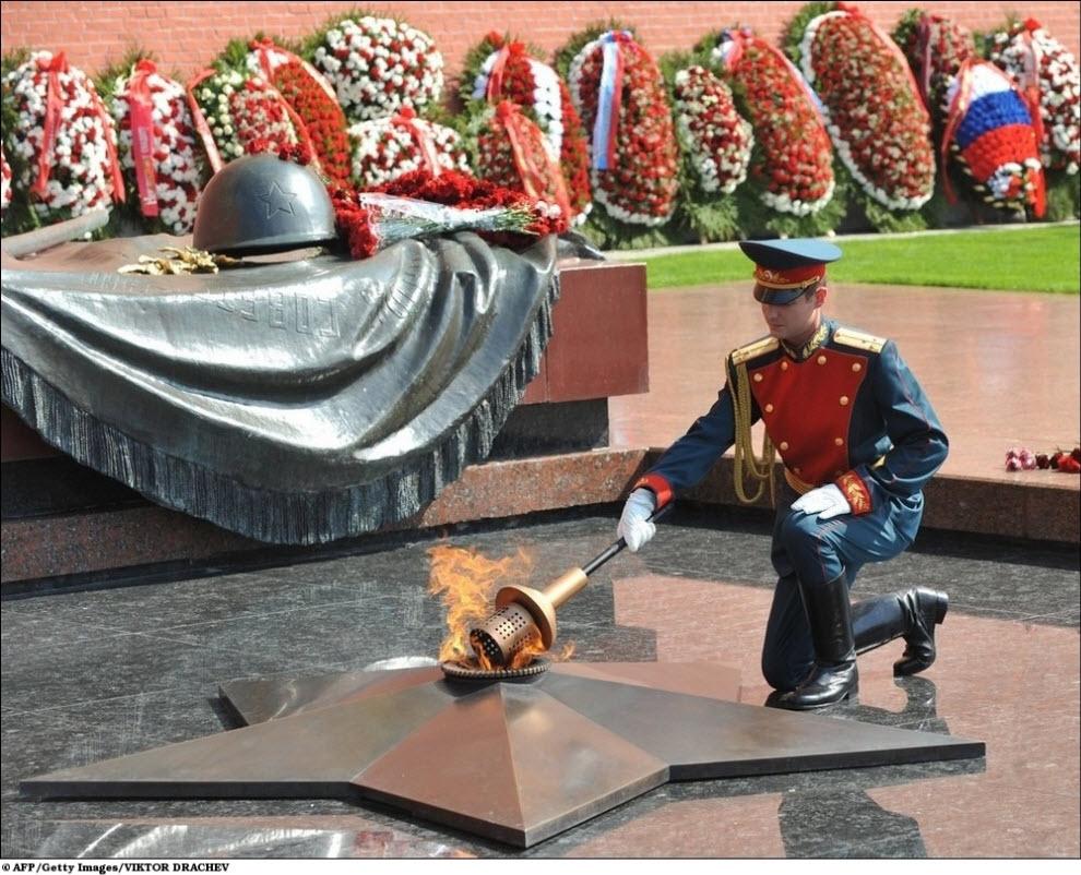 Могила неизвестного солдата москва