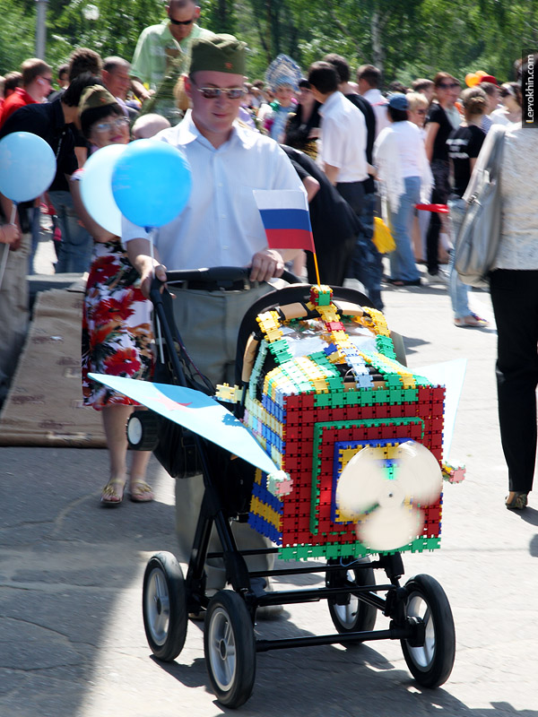 2046 парад детских колясок 2010
