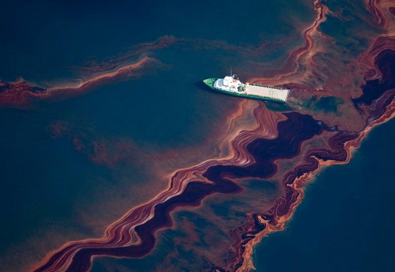 Разлив нефти в Мексиканском заливе продолжается